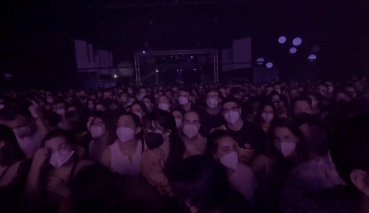 Manel celebra un concierto en Girona sin distancias y con mascarilla dentro de un proyecto piloto