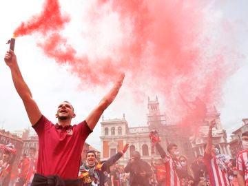 Cientos de aficionados del Atlético de Madrid viajan a Valladolid para apoyar a su equipo
