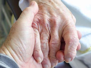 """El emotivo y viral mensaje de un anciano a su mujer: """"Si viviéramos otra vida, juro que la buscaría otra vez hasta encontrarla"""""""