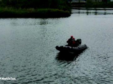 Rescatan el cadáver de un migrante que quería cruzar a nado a Francia por el río Bidasoa, en Irún