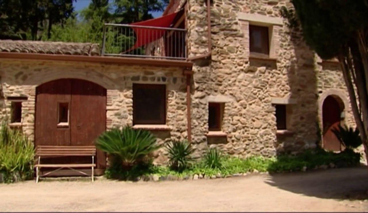 Investigan una estafa en la que falsos inquilinos alquilan una casa rural para montar una macrofiesta e irse sin pagar