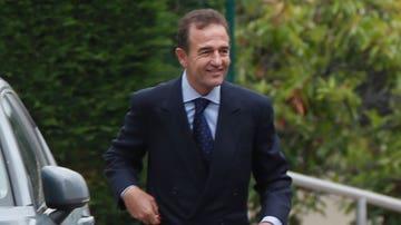Alessandro Lequio en el tanatorio con Ana Obregón