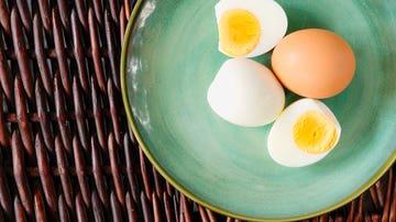Cómo pelar un huevo cocido