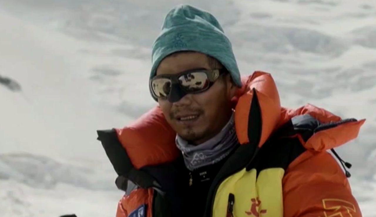 Zhang Hong se convierte en el primer asiático ciego que corona el Everest