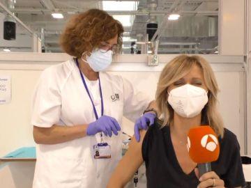 Susanna Griso se vacuna.