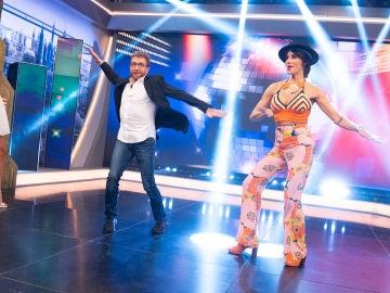 """""""¡No te creo que eso se lleve!"""": Pablo Motos y Ana Guerra rechazan las tendencias de moda de Pilar Rubio"""