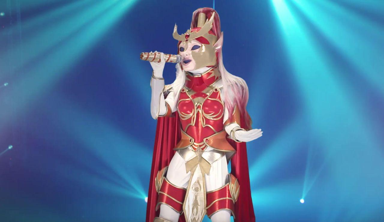 Así suena la voz de Dama Centella: la máscara digital interpreta 'Ven Conmigo'