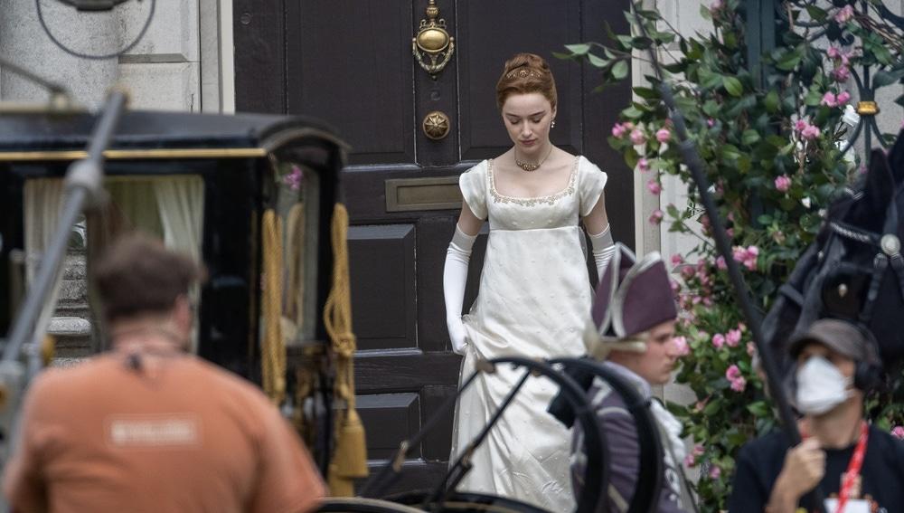 Phoebe Dynevor en el rodaje de la temporada 2 de 'Los Bridgerton'