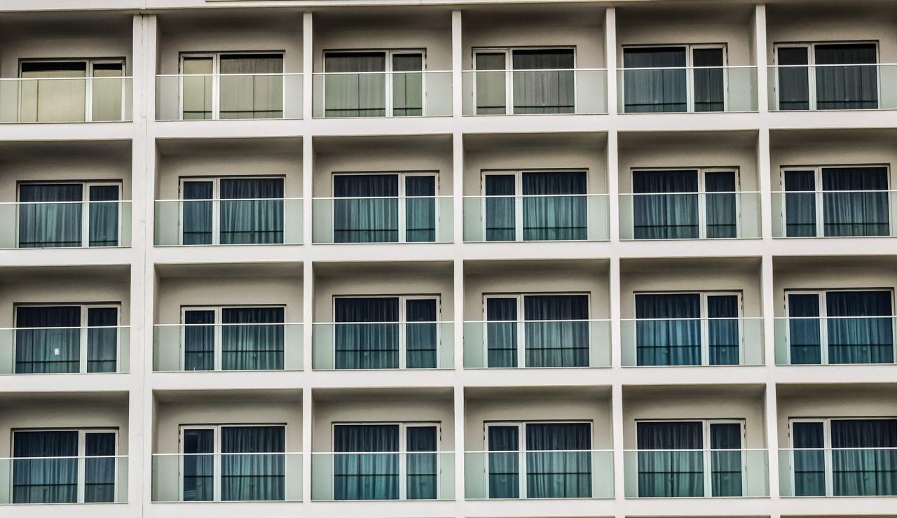 Mueren dos jóvenes de 22 y 26 años tras caer de un balcón en Ibiza