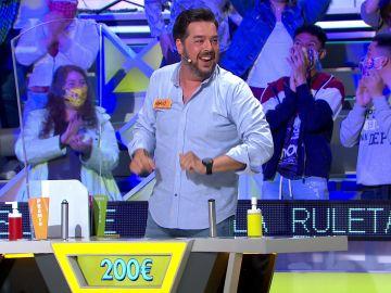 ¡De locos! Mario celebra por todo lo alto los 2.100 euros del bote de 'La ruleta de la suerte'