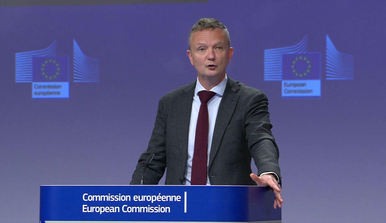 La Comisión Europea pide coherencia a España para que exija una PCR a los turistas británicos