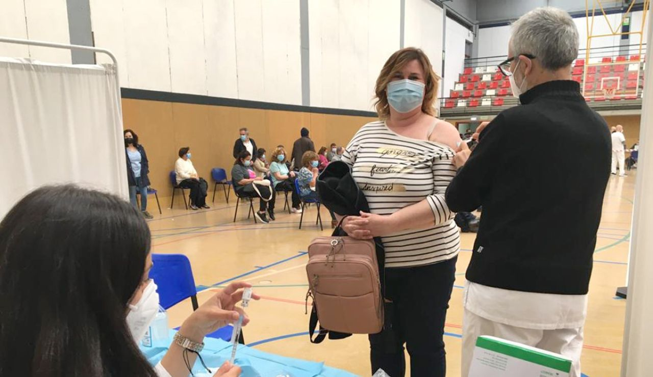 Nuevo punto de vacunación en Gijón. En el Pabellón Perchera-La Braña