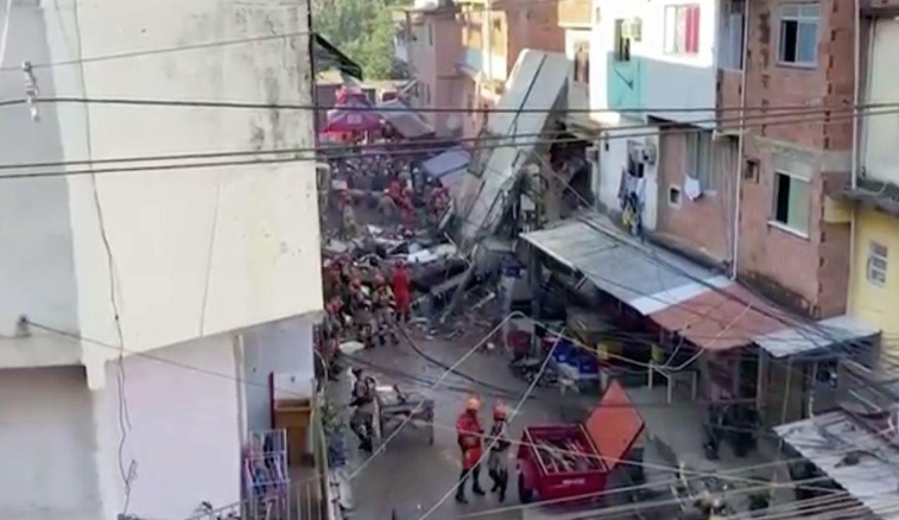 Derrumbe en un edifico de una favela en Brasil