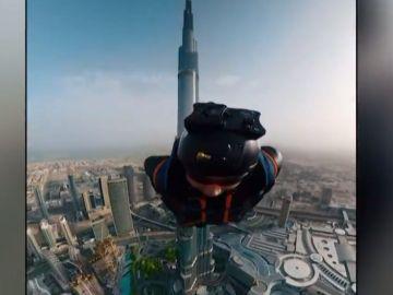 Increíble salto desde el Burj Khalifa