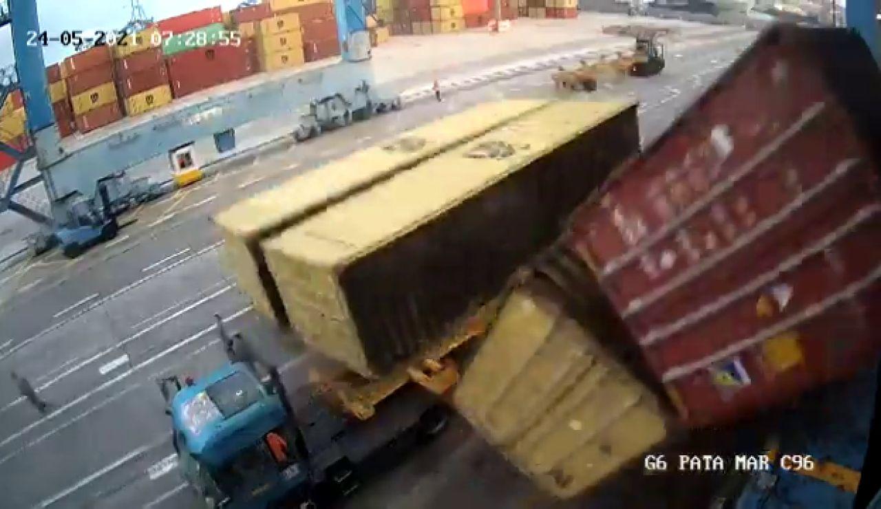 Una cámara de seguridad muestra el momento en que un operario está apunto de ser aplastado por cuatro contenedores en Gran Canaria