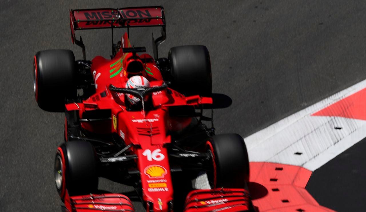 Charles Leclerc logra la pole en Azerbaiyán