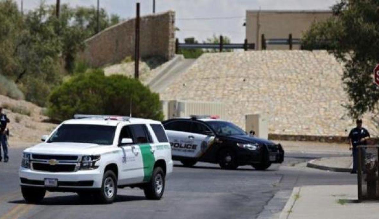 Unos coches policiales realizan una persecución en Estados Unidos