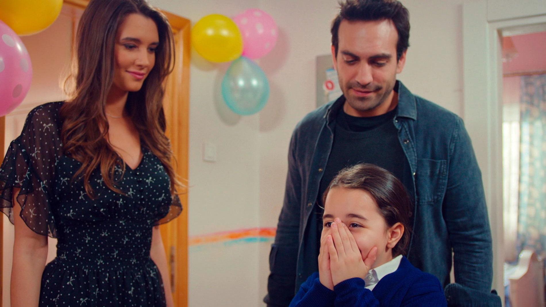 Demir y Candan sorprenden a Öykü con una fiesta de cumpleaños inolvidable