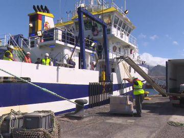 El buque que busca a Anna y Olivia en las aguas de Tenerife