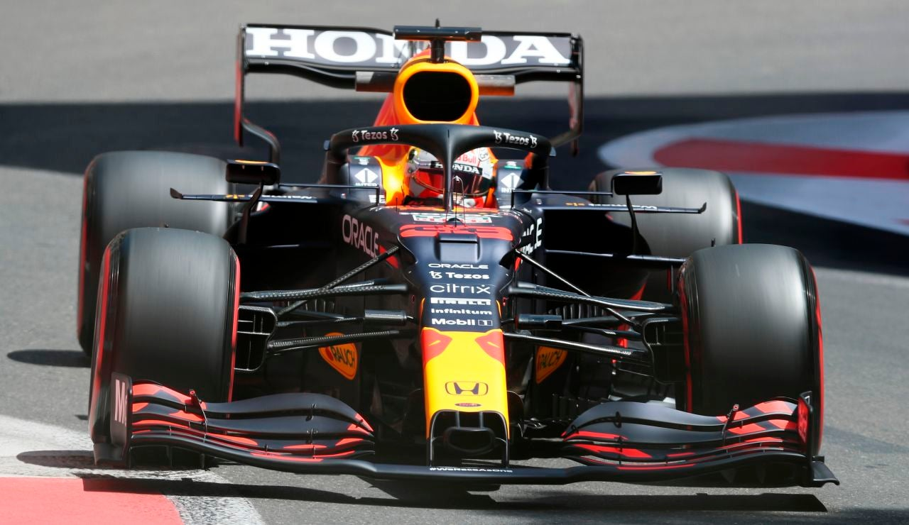 Sergio Pérez gana un accidentado GP de Azerbaiyán, con Fernando Alonso sexto y Carlos Sainz octavo