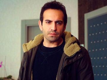 Murat provoca a Demir al saldar la deuda del tratamiento de Öykü