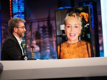 La meditación curó el cáncer terminal de su padre: la dura vivencia de Sharon Stone