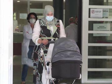 Una mujer da a luz a su bebé sano tras estar 24 días ingresada en la UCI por coronavirus