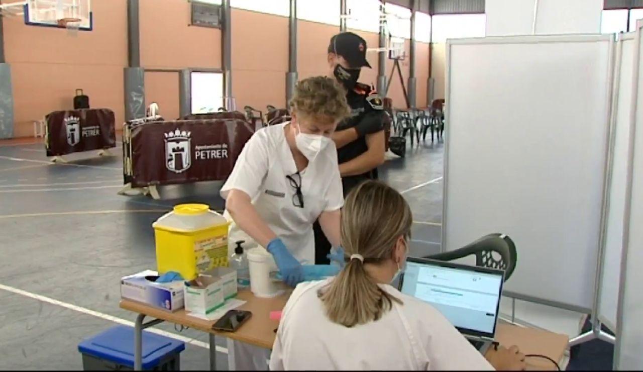 Música para vacunar: Incentivan la vacunación contra la COVID-19 a ritmo de Tequila o Tino Casal en Alicante