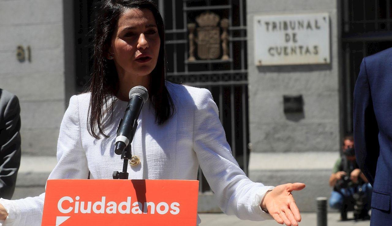 La presidenta de Ciudadanos, Inés Arrimadas tras presentar una denuncia en el Tribunal de Cuentas por el caso Plus Ultra, este lunes en Madrid