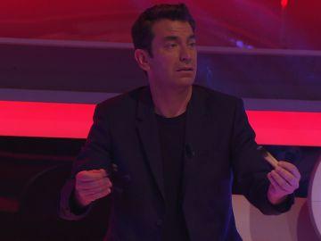 Arturo Valls la lía al expulsar las malas energías en '¡Ahora caigo!'