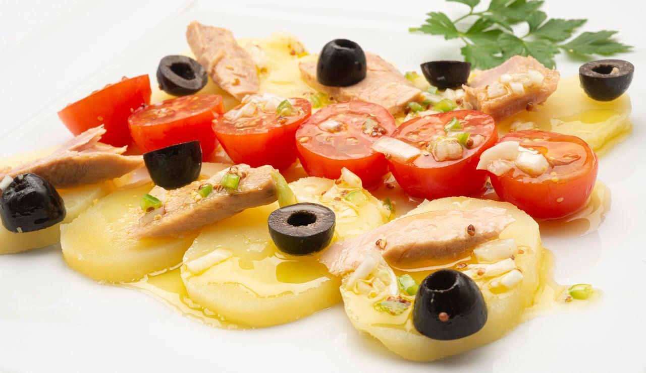 """La receta """"con toque veraniego"""" de Karlos Arguiñano: ensalada de atún y patata"""