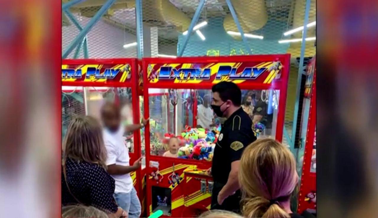 """Un niño se queda atrapado en una máquina recreativa en Gran Canaria: """"Esto es de locos"""""""