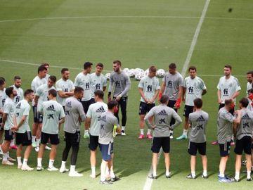Jugadores y miembros del cuerpo técnico de la selección española