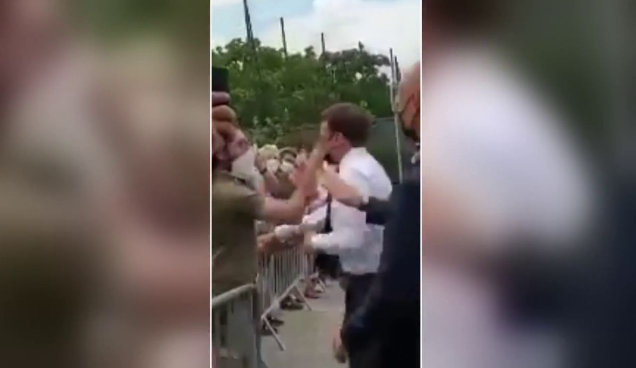 Abofetean a Macron durante un acto público al acercarse a saludar a simpatizantes
