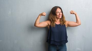 Mujer con brazos tonificados