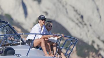 Danna Paola y Álex Hoyer en Ibiza