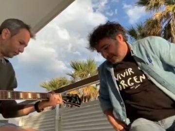 Jordi Évole canta 'Grita? como homenaje a Pau Donés un año después de su muerte