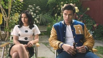 Camila Mendes y Charles Melton en 'Riverdale'
