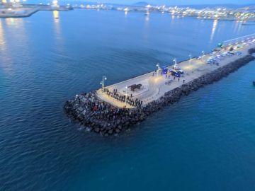 El vídeo completo del intento de entrada a Melilla de unos 150 migrantes