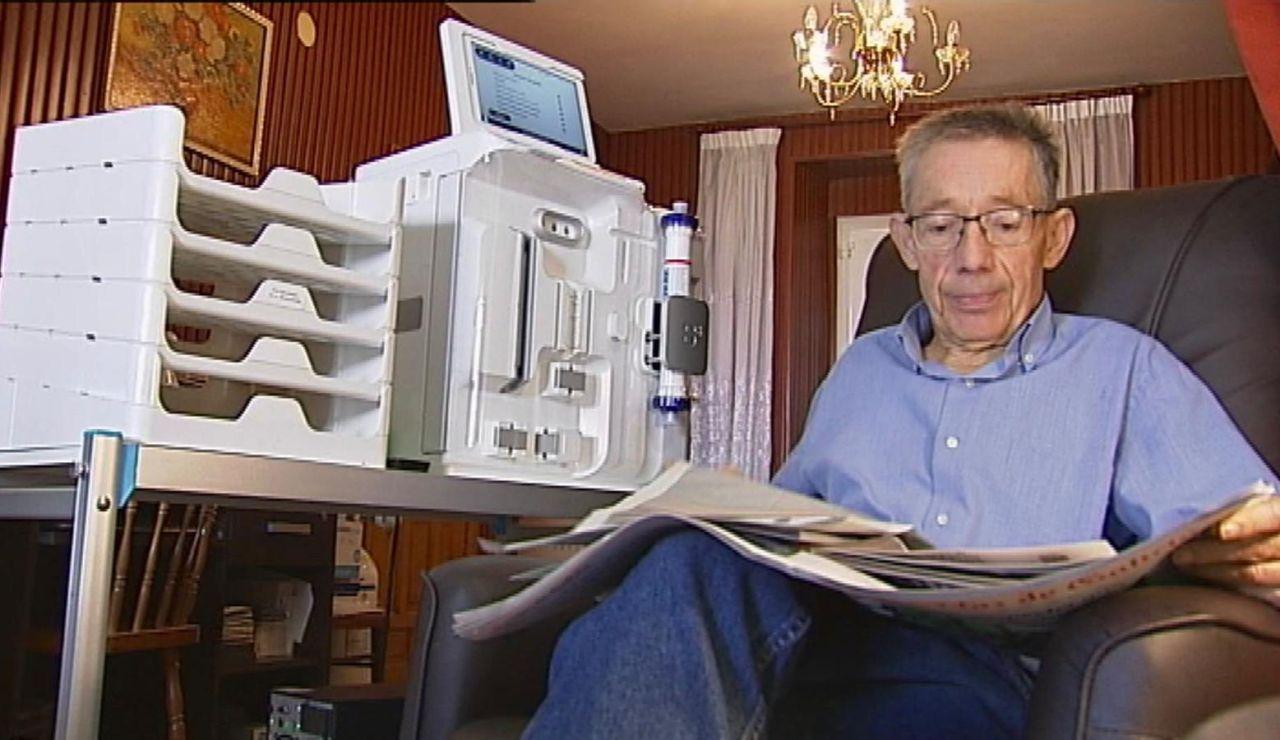 La nueva factura de la luz obliga a un lucense a levantarse a las seis para realizar su diálisis
