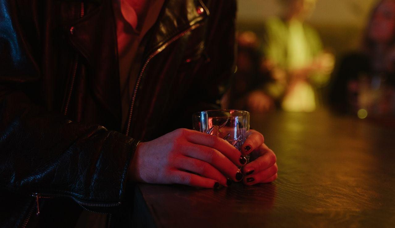 La historia del cubata viral de un bar de Madrid que iba bien cargado