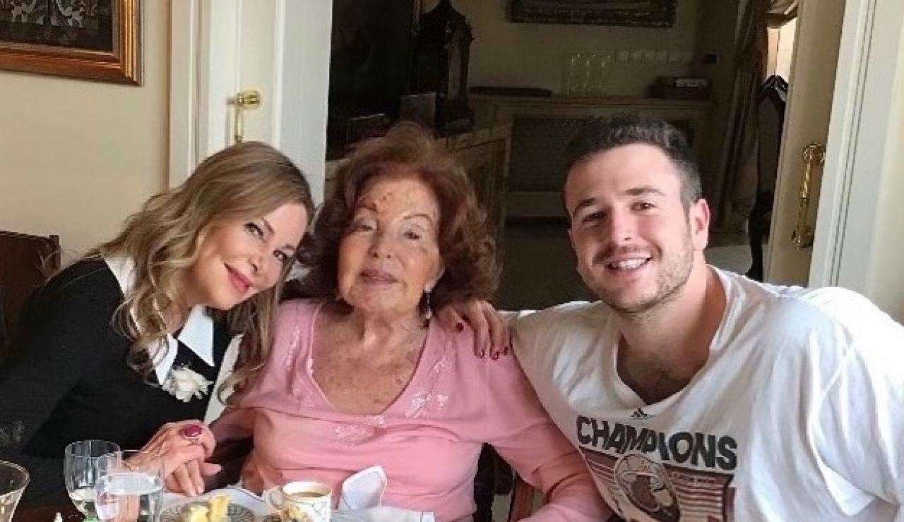 Ana García Obregón, su hijo Alex Lequio y su madre Ana Obregón Navarro