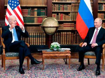 Biden y Putin, así será el primer cara a cara en el peor momento diplomático entre ambos países desde la Guerra Fría