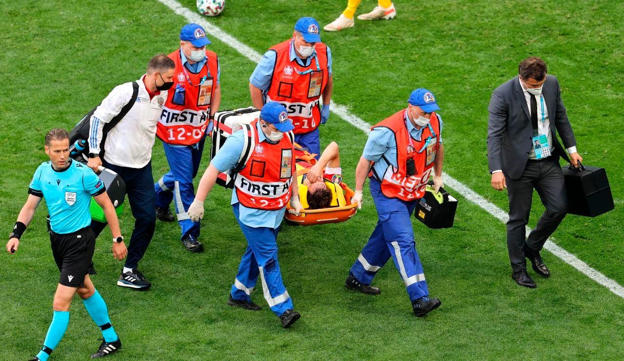 Mario Fernandes, hospitalizado tras una aparatosa caída durante un partido de la Eurocopa