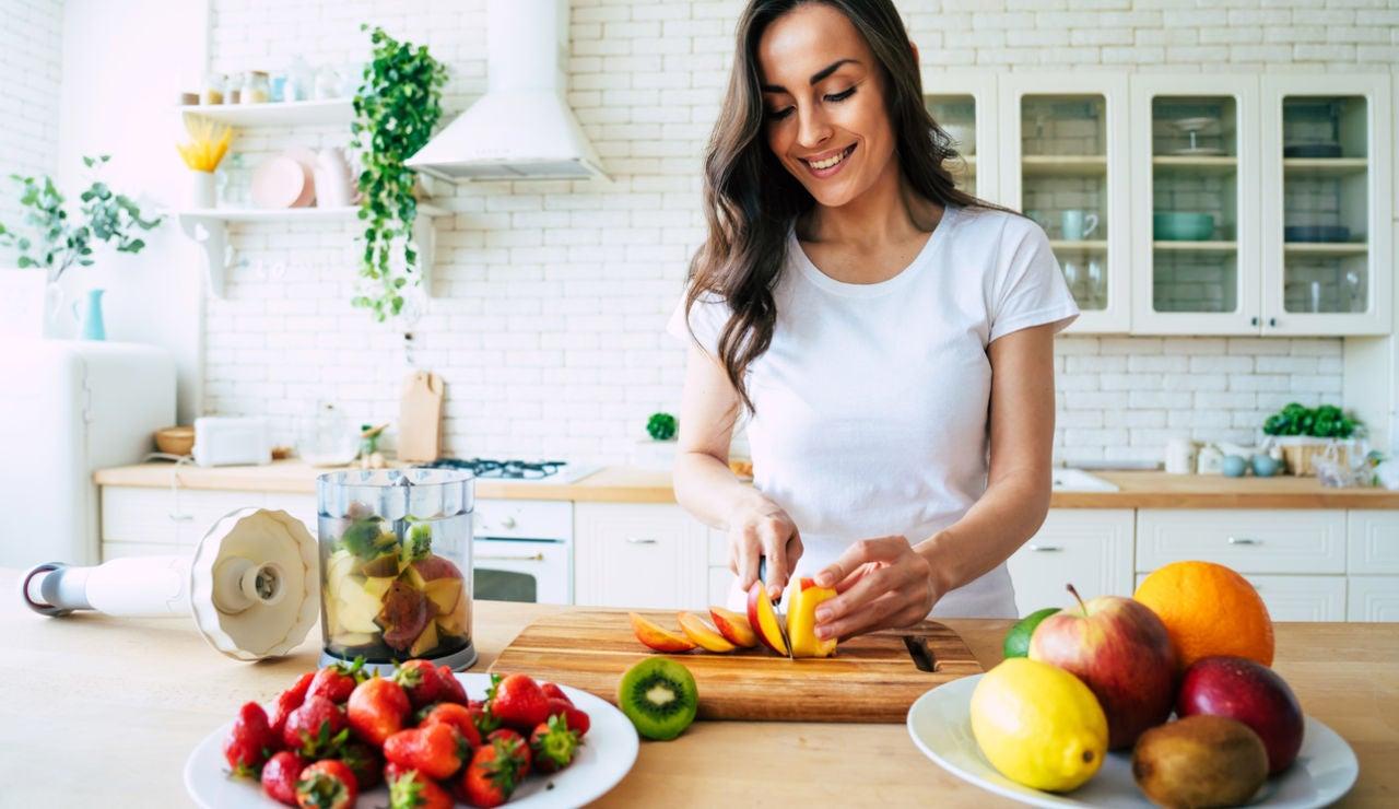 Cuatro batidos saludables con frutas y verduras congeladas (y está el batido preferido de Thor)