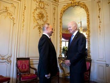 Vladimir Putin y Joe Biden