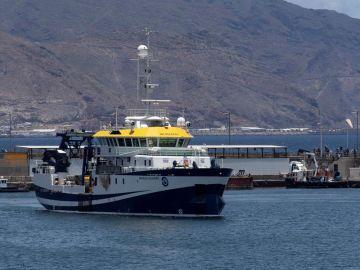 El buque  Ángeles Alvariño seguirá buscando a Anna y a Tomás Gimeno
