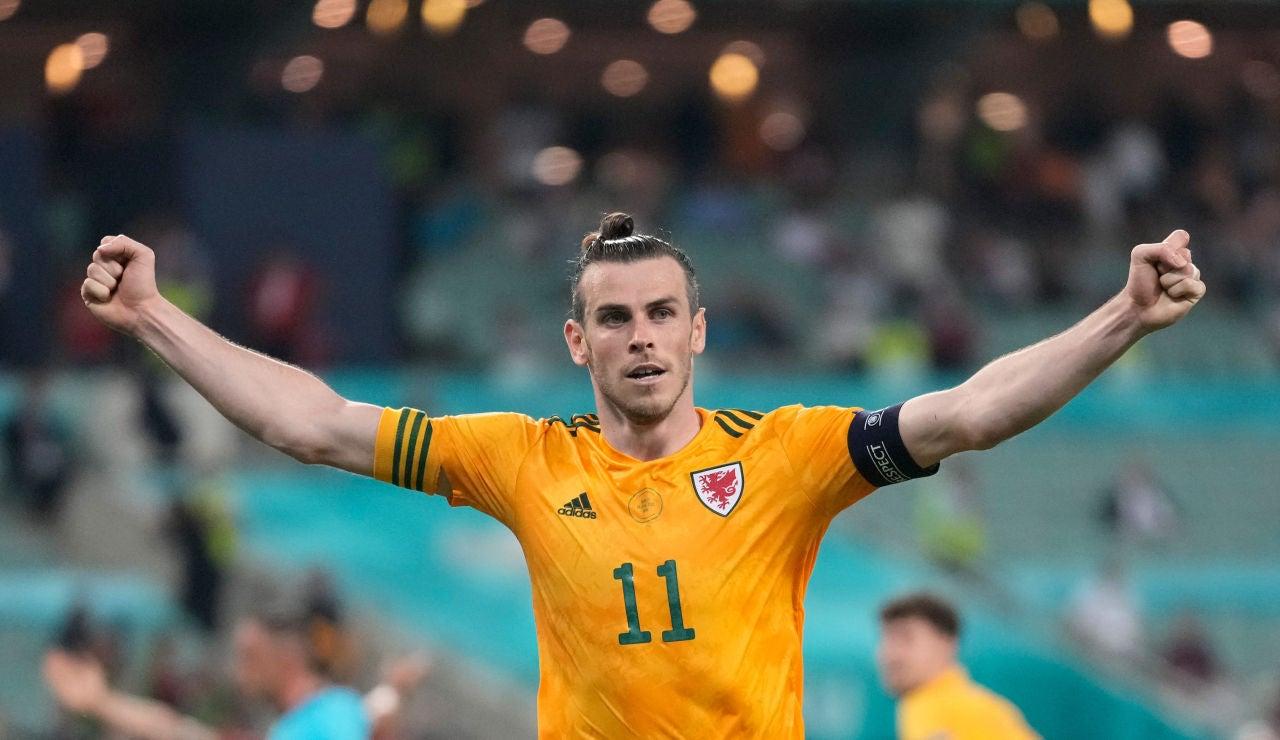 Gareth Bale tira del carro de Gales para poner pie y medio en octavos de final de la Eurocopa