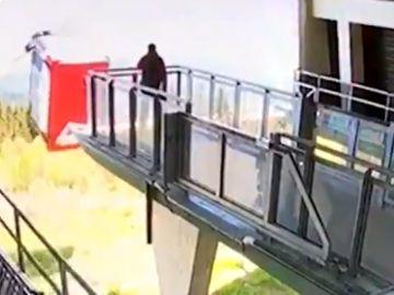 Sale a la luz el vídeo del accidente de teleférico en el que murieron 14 personas en Italia