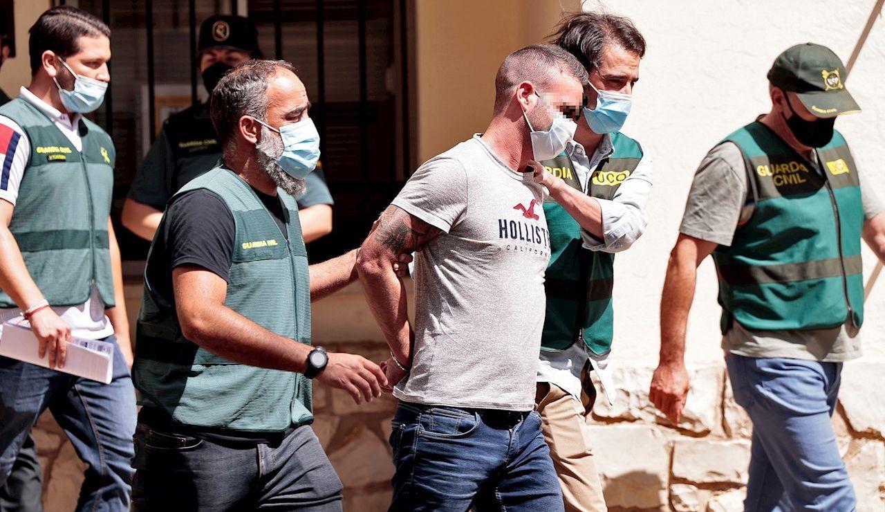 Agentes de la Guardia Civil trasladan a David S.O., de 30 años, detenido en relación con la desaparición, en noviembre de 2019, de la joven de 21 años Wafaa Sebbah